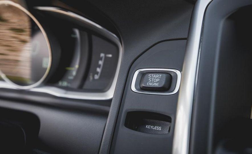2015 Volvo XC60 Ocean Race Edition - Slide 32
