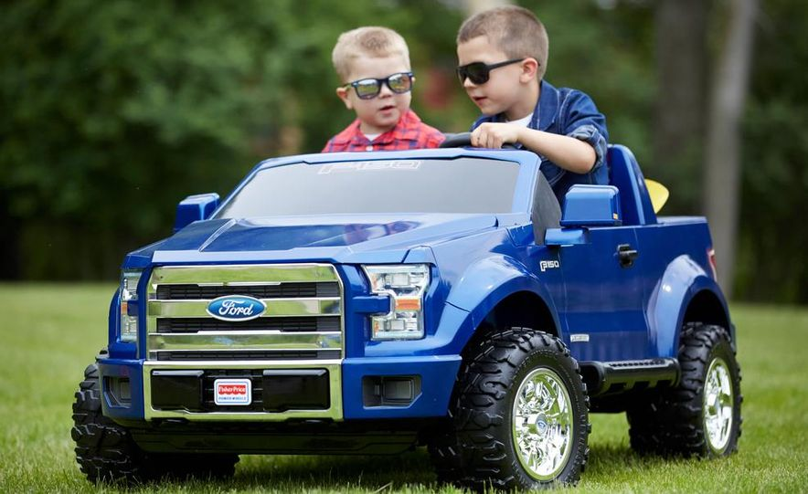 Fisher Price Power Wheels Ford F-150 - Slide 1
