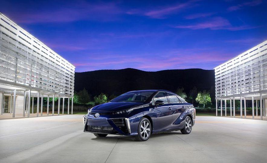 2016 Toyota Mirai - Slide 1