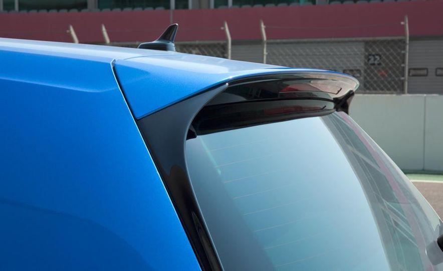 2015 Volkswagen Golf R - Slide 14