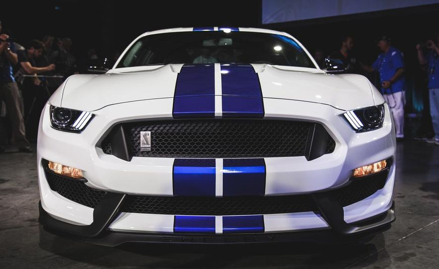 2016 Ford Mustang Shelby GT350 - Slide 3