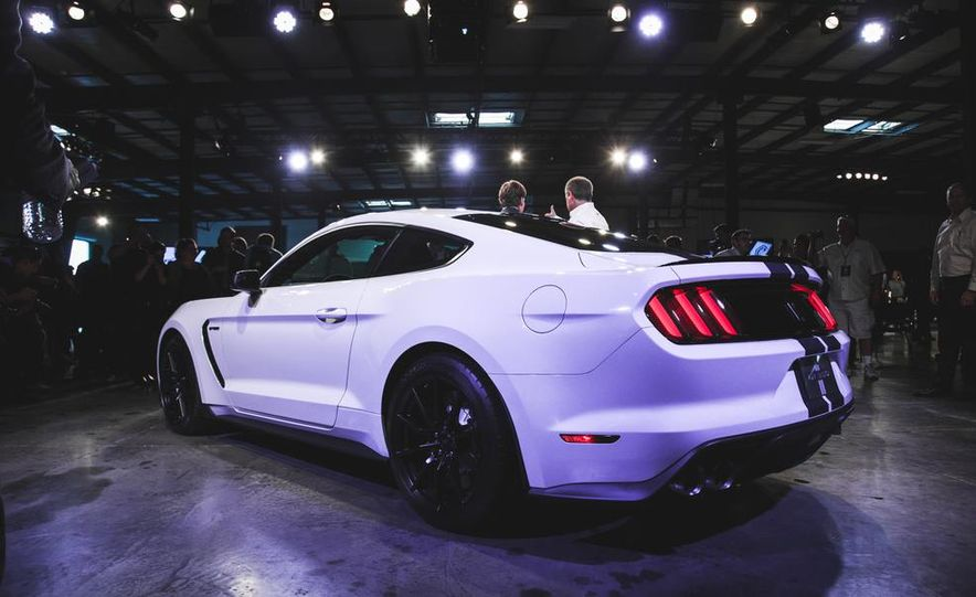 2016 Ford Mustang Shelby GT350 - Slide 5