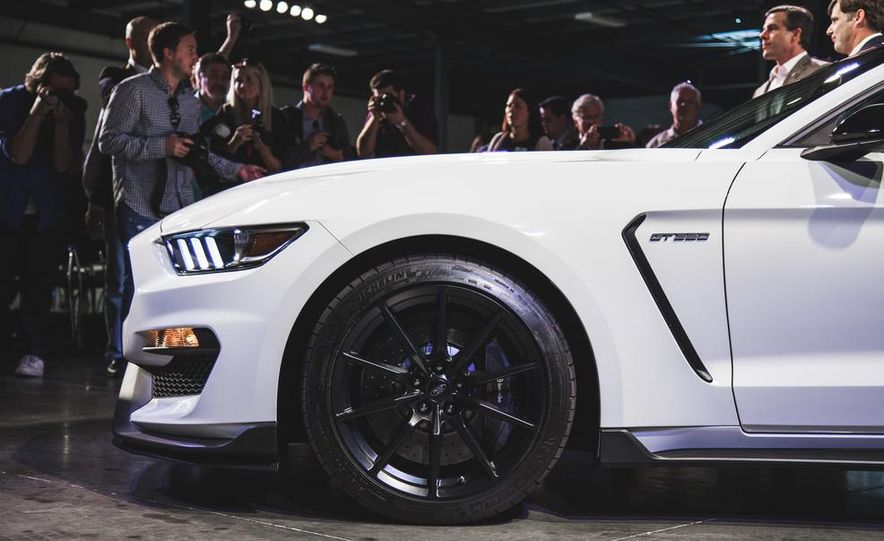 2016 Ford Mustang Shelby GT350 - Slide 13