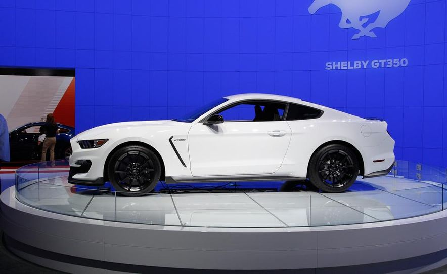 2016 Ford Mustang Shelby GT350 - Slide 21