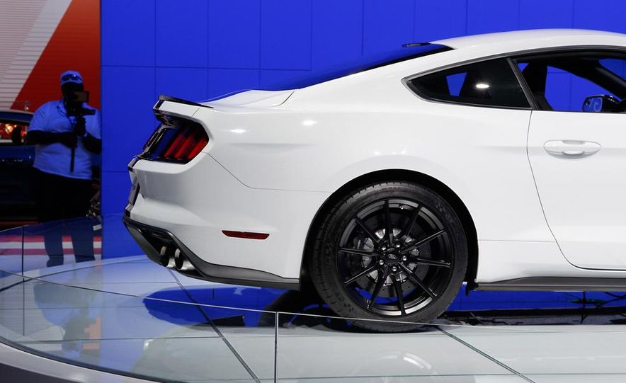 2016 Ford Mustang Shelby GT350 - Slide 42