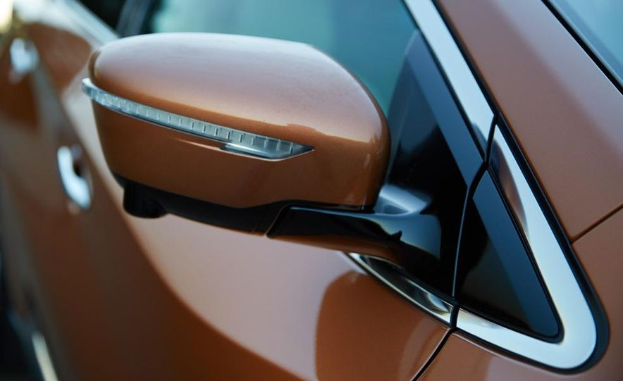 2015 Nissan Murano Platinum AWD - Slide 16