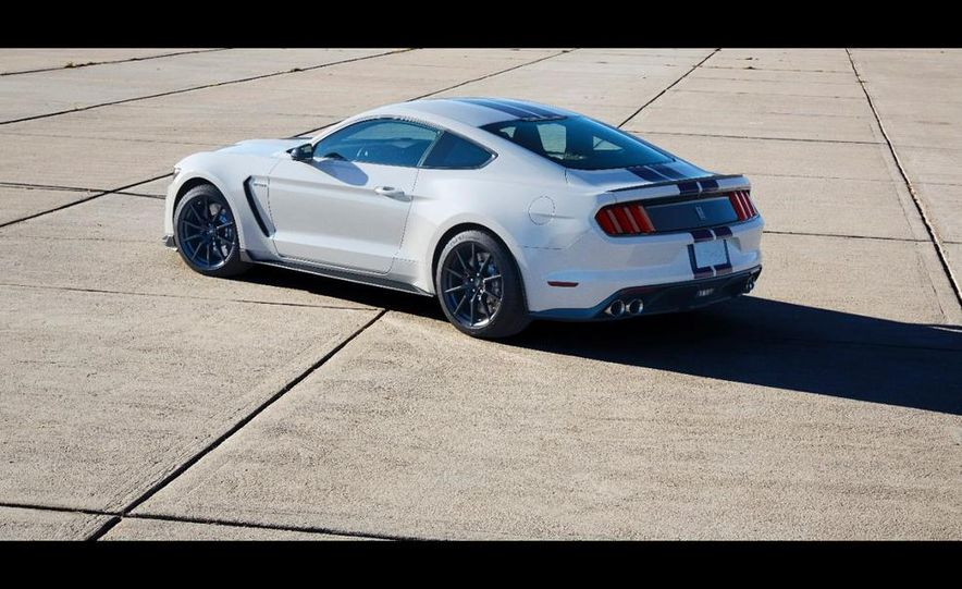 2016 Ford Mustang Shelby GT350 - Slide 8