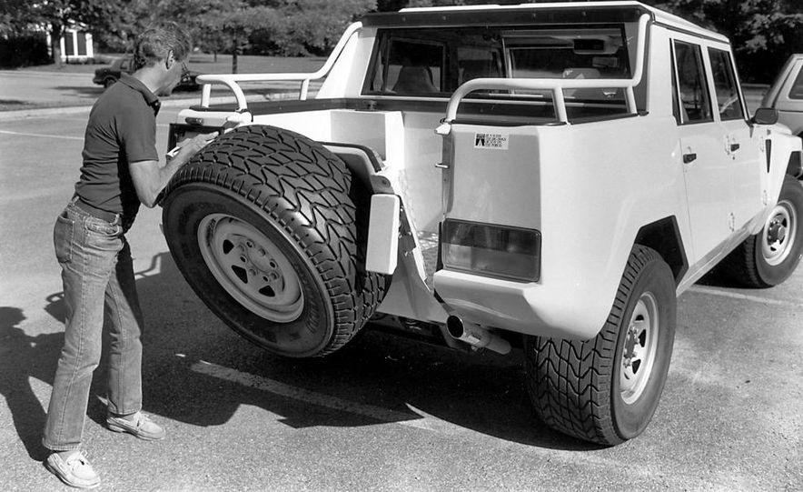 Lamborghini LM002 - Slide 11
