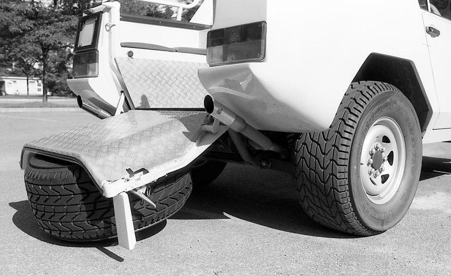 Lamborghini LM002 - Slide 12