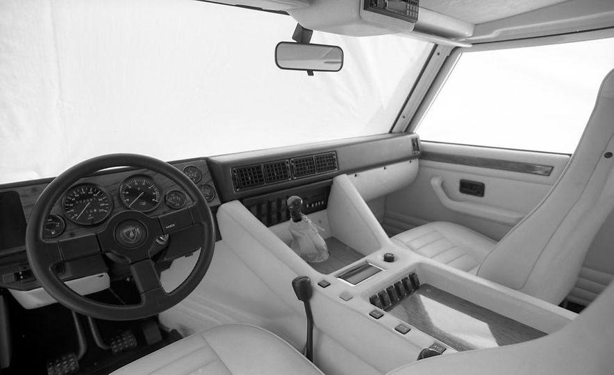 Lamborghini LM002 - Slide 14