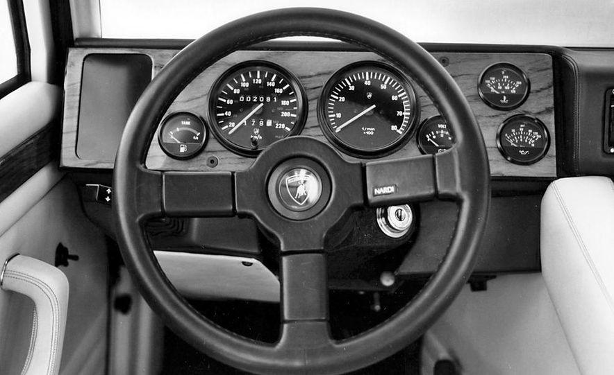 Lamborghini LM002 - Slide 16