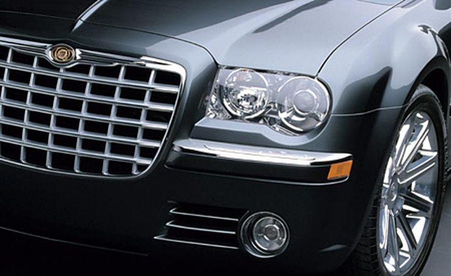 Chrysler 300C Hemi - Slide 4