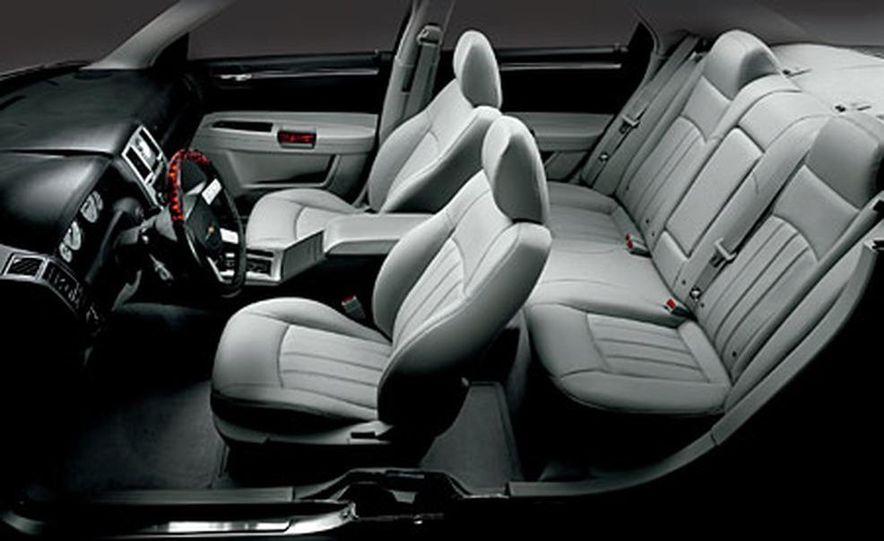 Chrysler 300C Hemi - Slide 7
