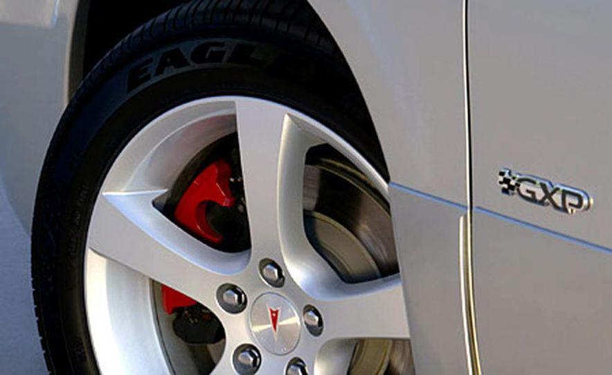 Chrysler 300C Hemi - Slide 18