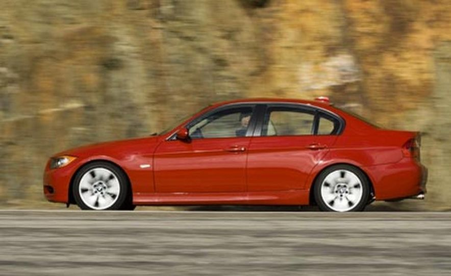 2007 BMW 328i and Infiniti G35 - Slide 16