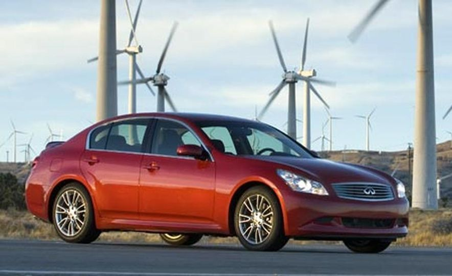 2007 BMW 328i and Infiniti G35 - Slide 26
