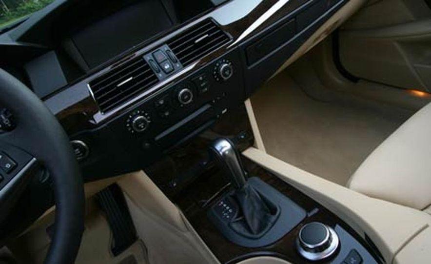 2007 BMW 550i - Slide 15
