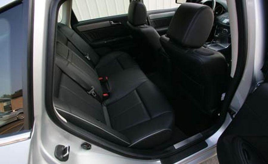 2007 BMW 550i - Slide 38