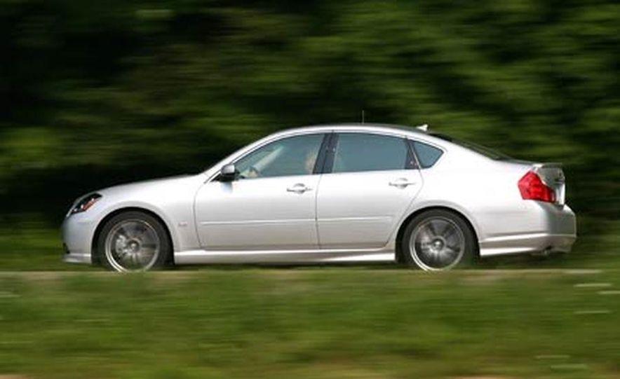 2007 BMW 550i - Slide 28