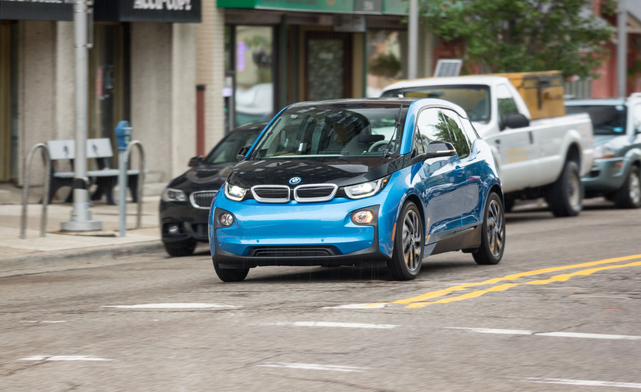 2019 Bmw I3 Reviews Bmw I3 Price Photos And Specs Car And Driver