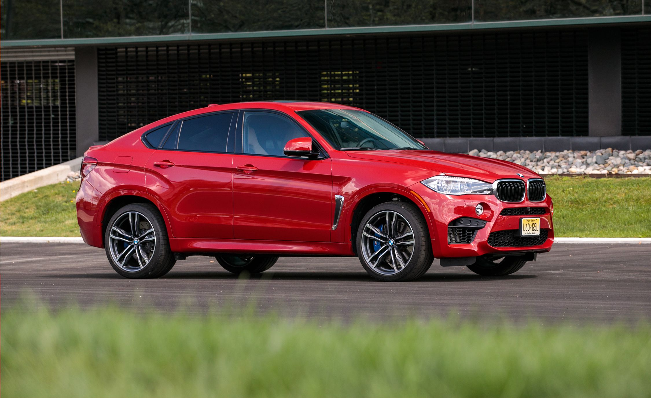 2017 Bmw X6 M In Depth Model Review Car And Driver