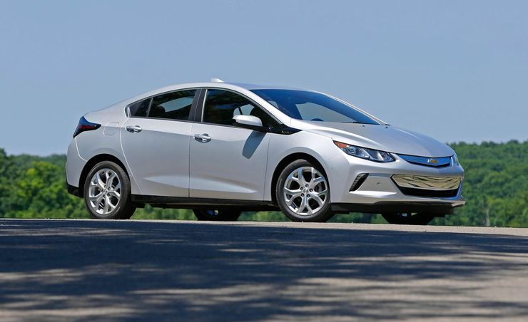 chevrolet volt reviews chevrolet volt price photos and specs car and driver. Black Bedroom Furniture Sets. Home Design Ideas