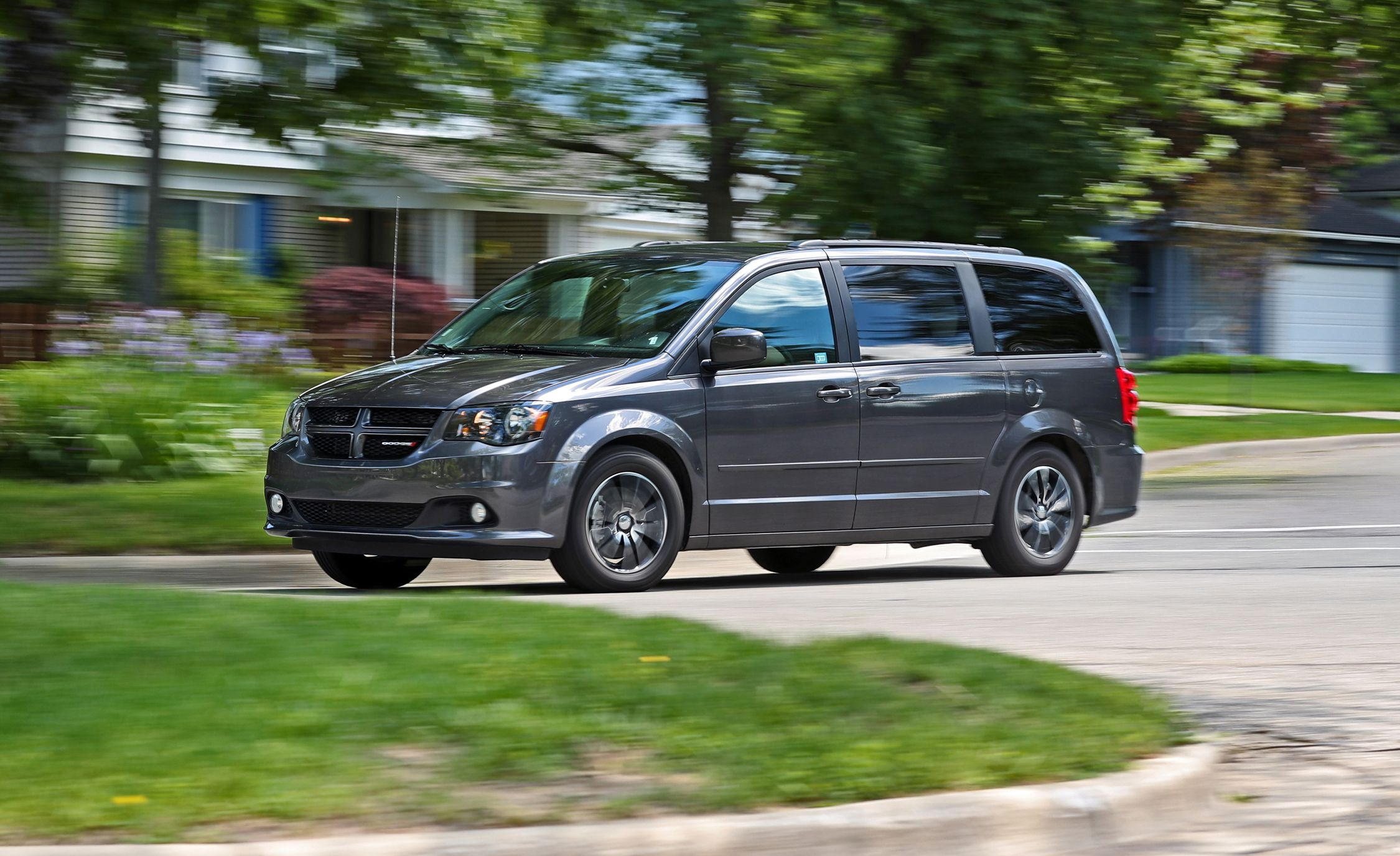 2017 dodge grand caravan in depth model review car and driver. Black Bedroom Furniture Sets. Home Design Ideas