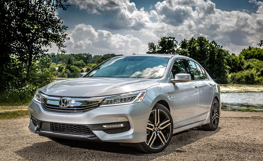 2017 honda accord in depth model review car and driver. Black Bedroom Furniture Sets. Home Design Ideas