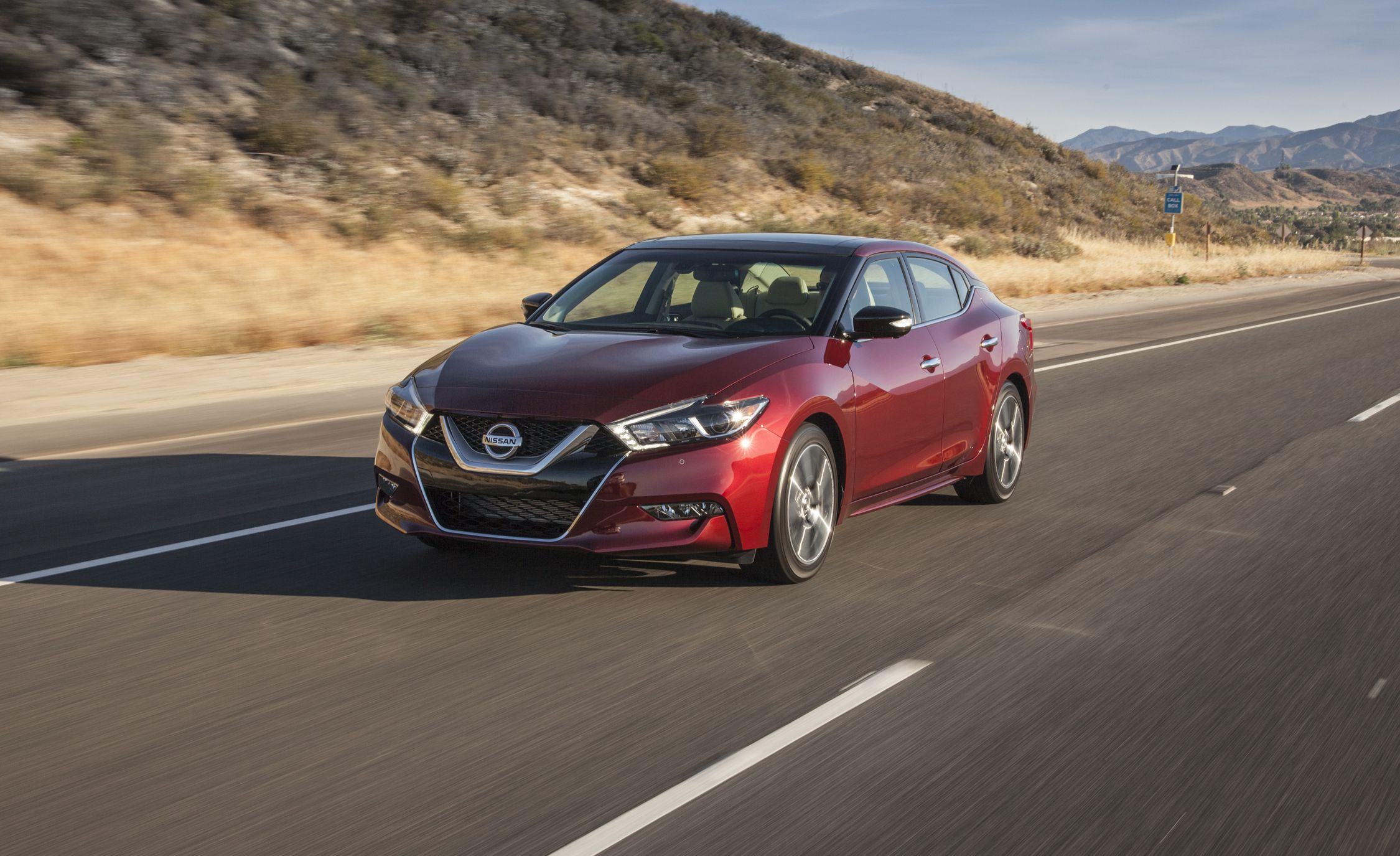 2017 nissan maxima in depth model review car and driver. Black Bedroom Furniture Sets. Home Design Ideas
