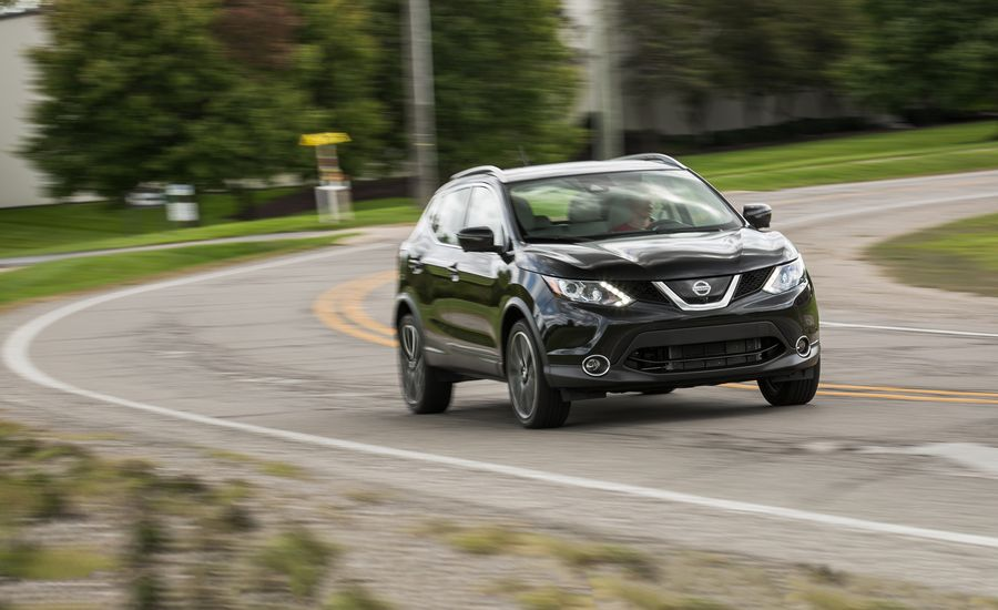 2017 nissan rogue sport in depth model review car and - Nissan rogue sport 2017 interior ...