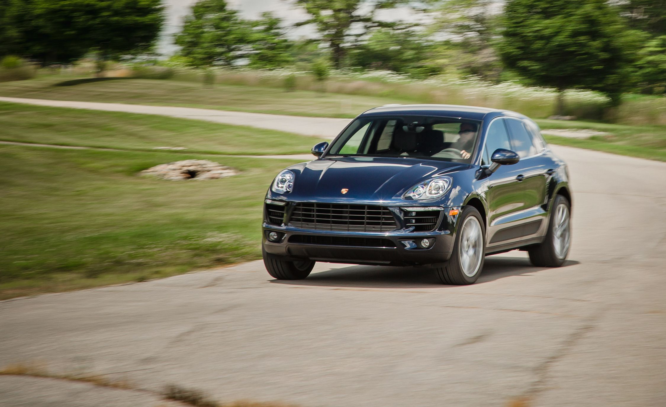 2017 Porsche Macan In Depth Model Review Car And Driver