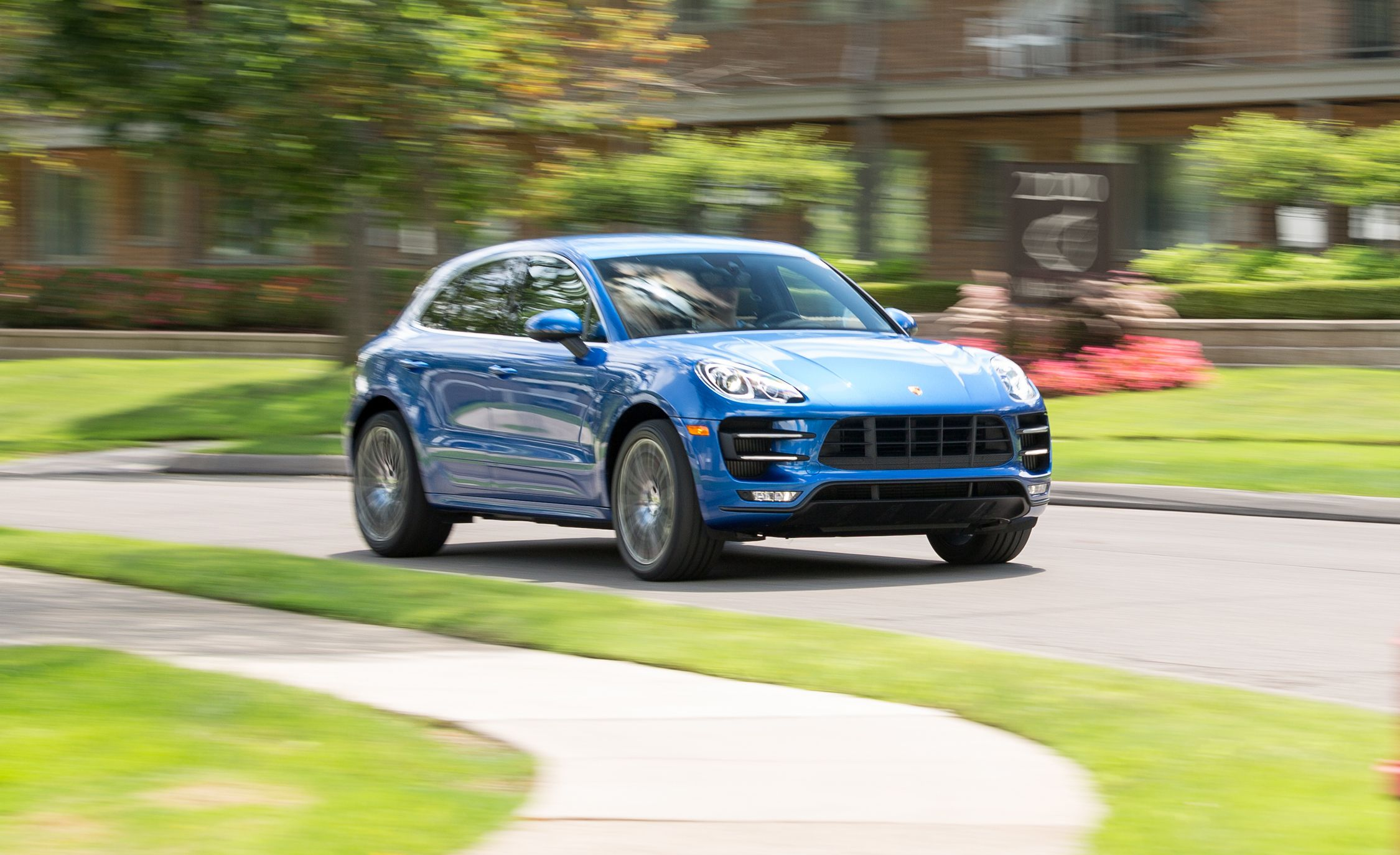 2017 Porsche Macan Turbo In Depth Model Review Car And Driver