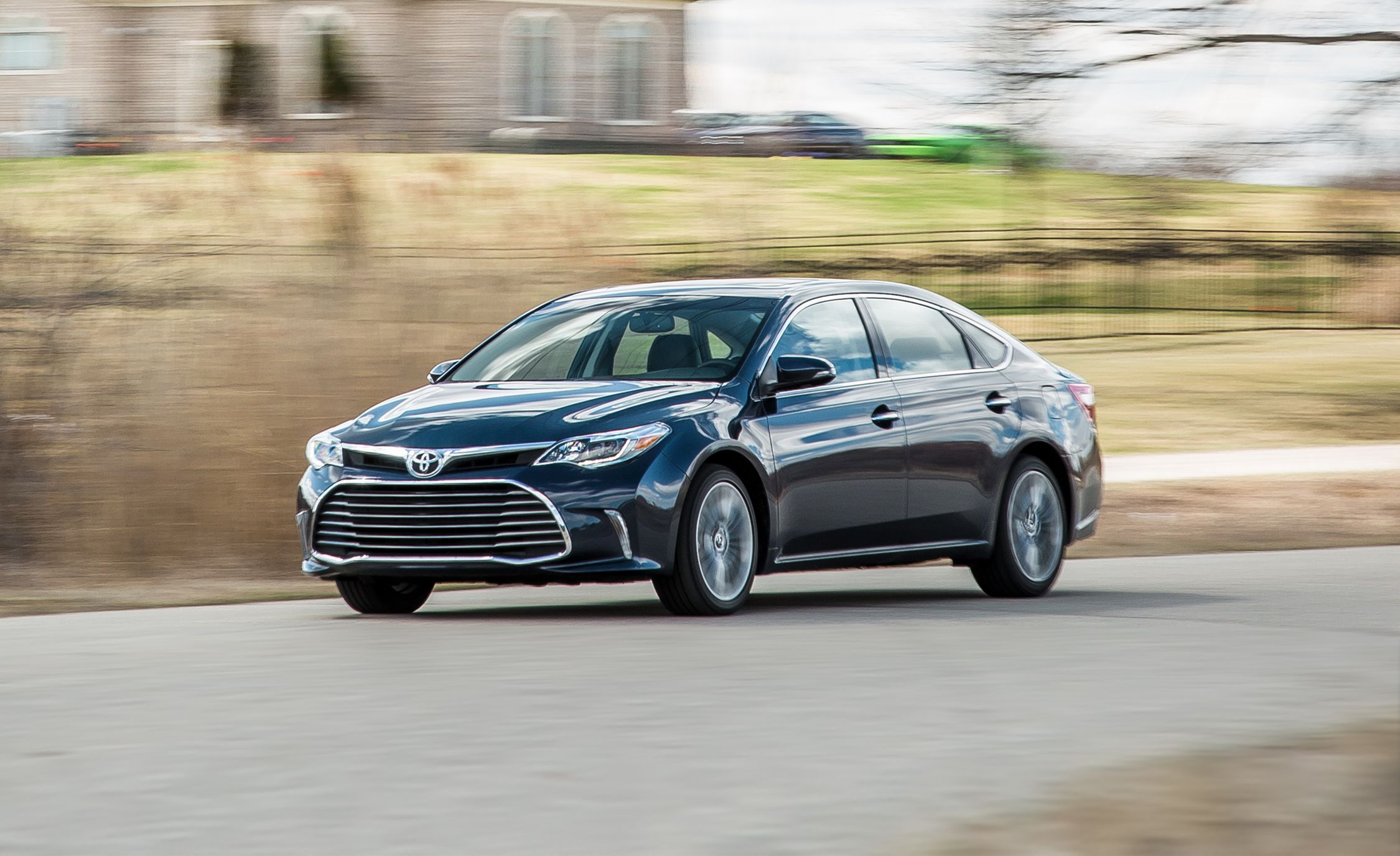 2016 Toyota Avalon Hybrid Test Review