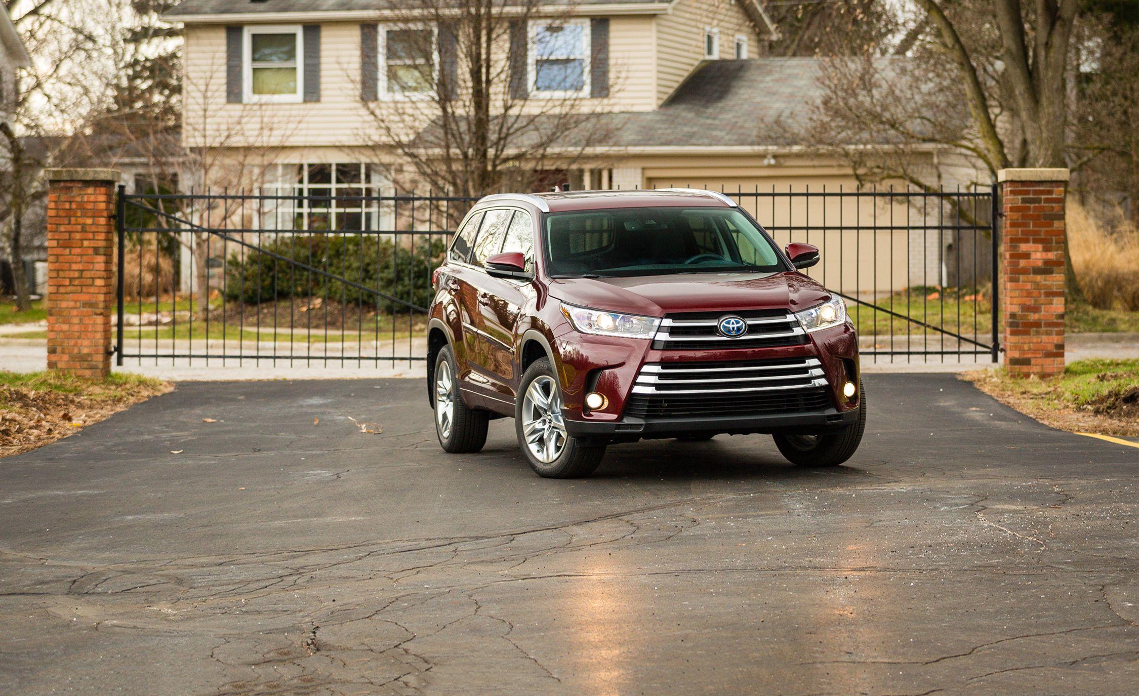 Toyota Highlander Reviews Toyota Highlander Price Photos And Specs Car And Driver