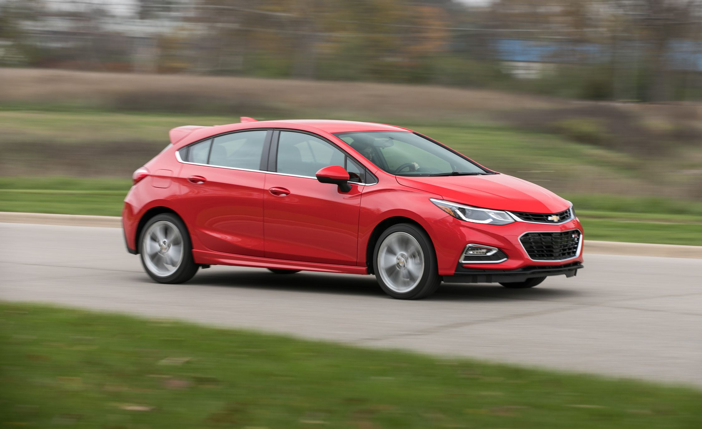 2018 Chevrolet Cruze In Depth Model Review Car And Driver