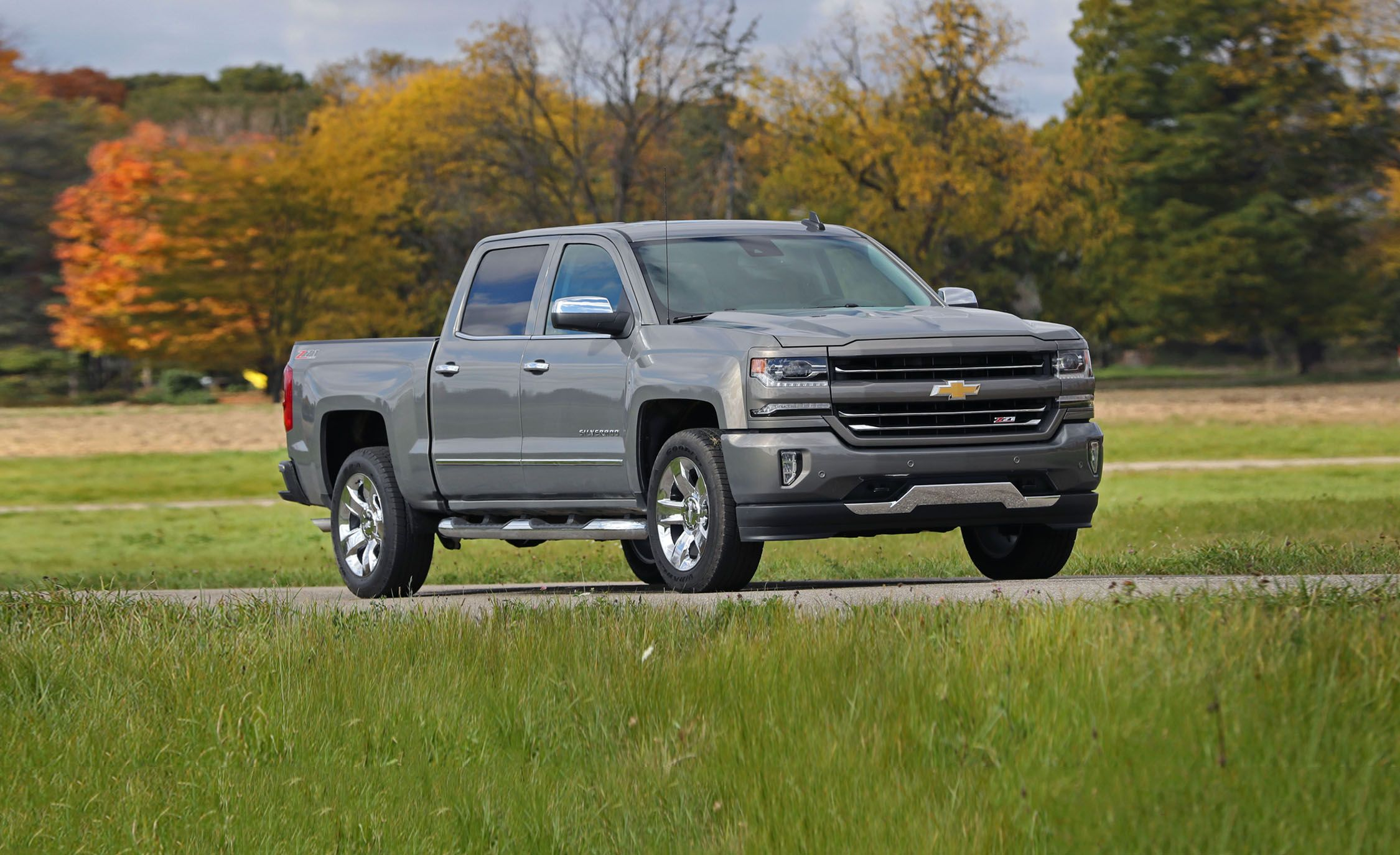 2018 Chevy Silverado Z71 >> 2018 Chevrolet Silverado 1500 In Depth Model Review Car And Driver