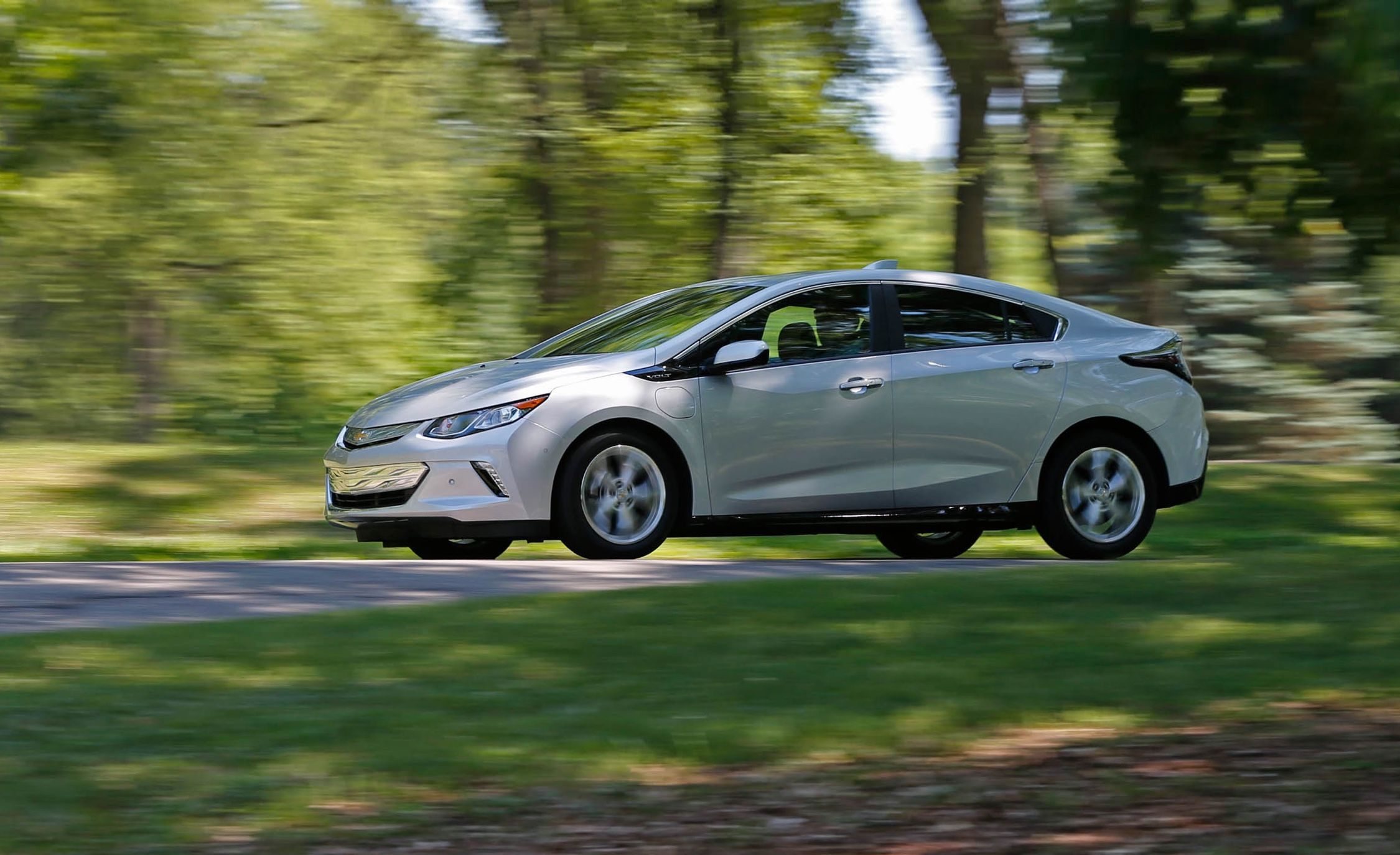 Read Our Most Comprehensive Review Of The 2018 Chevrolet Volt S Standard Features Trim Levels And Available Options
