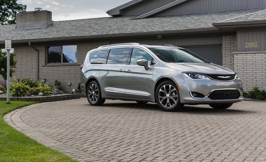 2018 chrysler pacifica in depth model review car and. Black Bedroom Furniture Sets. Home Design Ideas