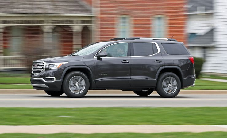 gmc acadia reviews gmc acadia price photos and specs car and driver. Black Bedroom Furniture Sets. Home Design Ideas