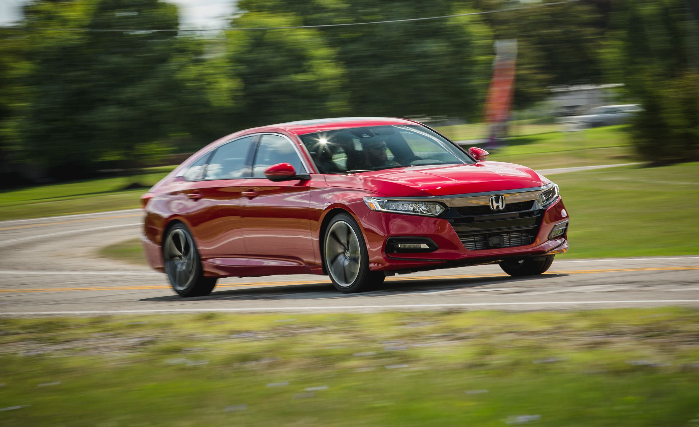 Honda Accord 2018 Spec >> 2018 Toyota Camry Se 2 5l Test Review Car And Driver