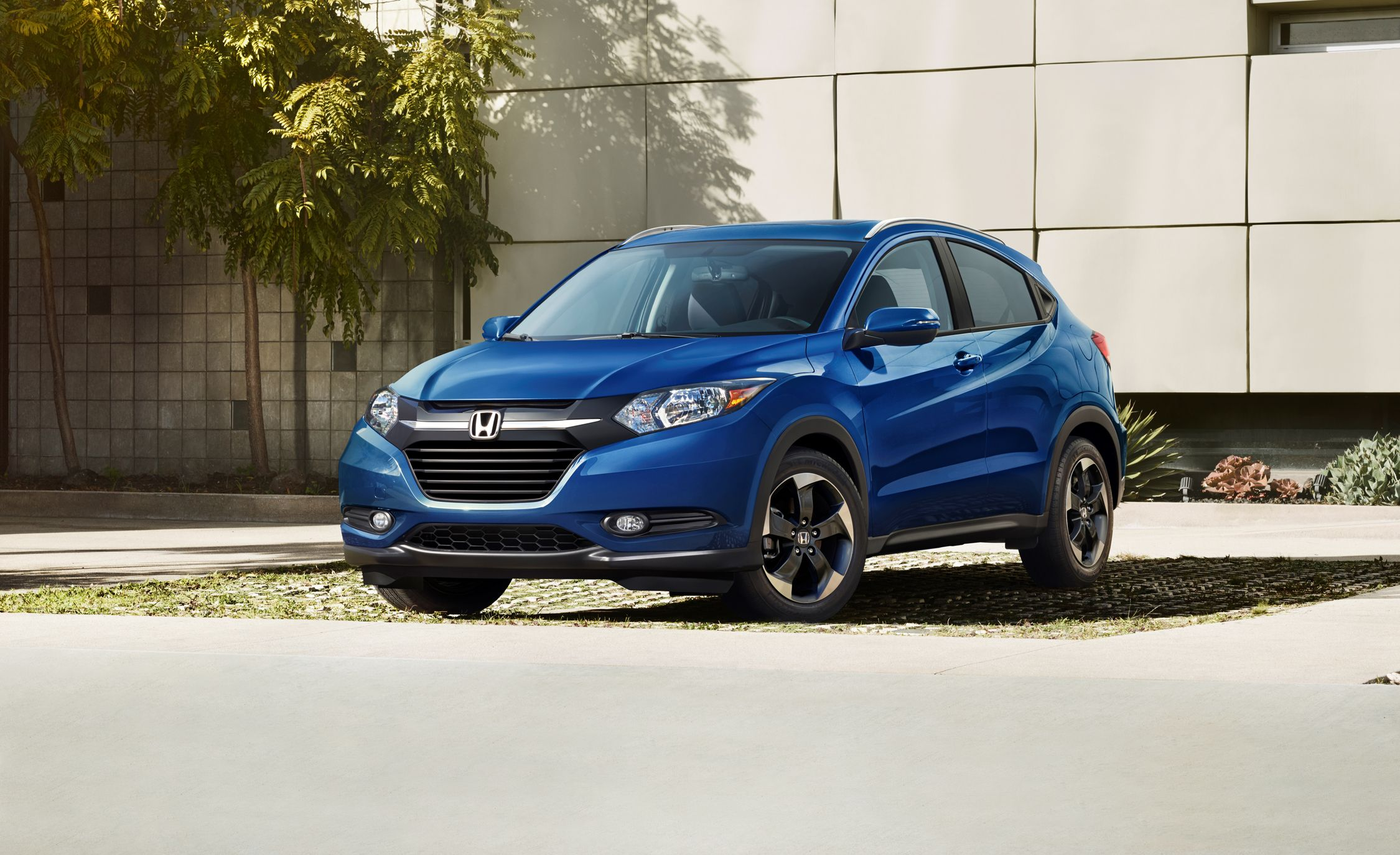 2018 Honda Hr V In Depth Model Review Car And Driver