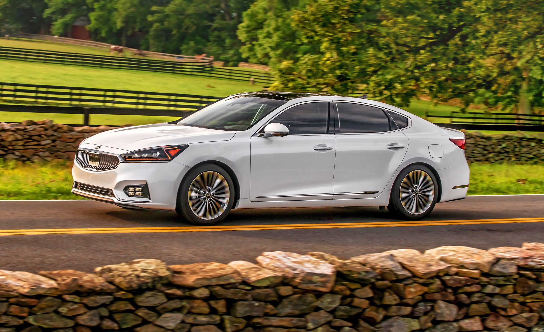 Kia Cadenza Reviews Price Photos And Specs Car Driver