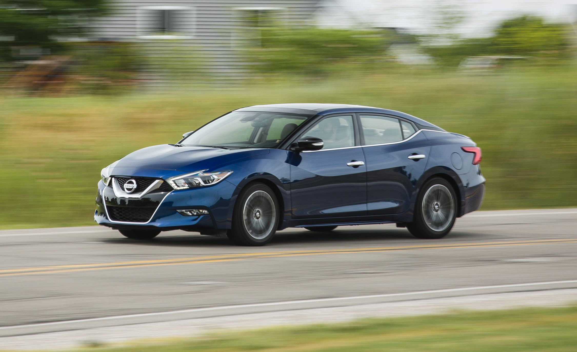 2018 Nissan Maxima In Depth Model Review Car And Driver