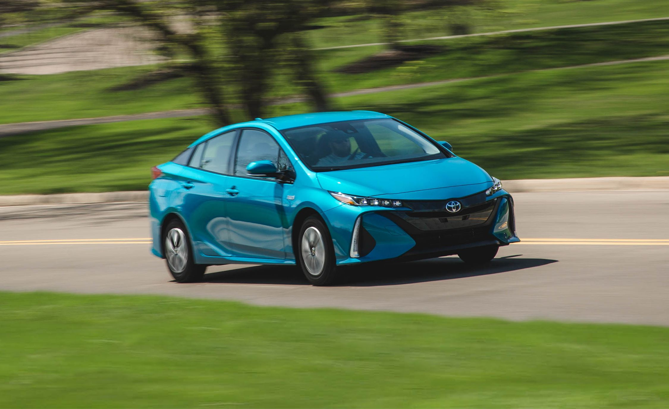 2018 toyota prius prime in depth model review car and driver. Black Bedroom Furniture Sets. Home Design Ideas