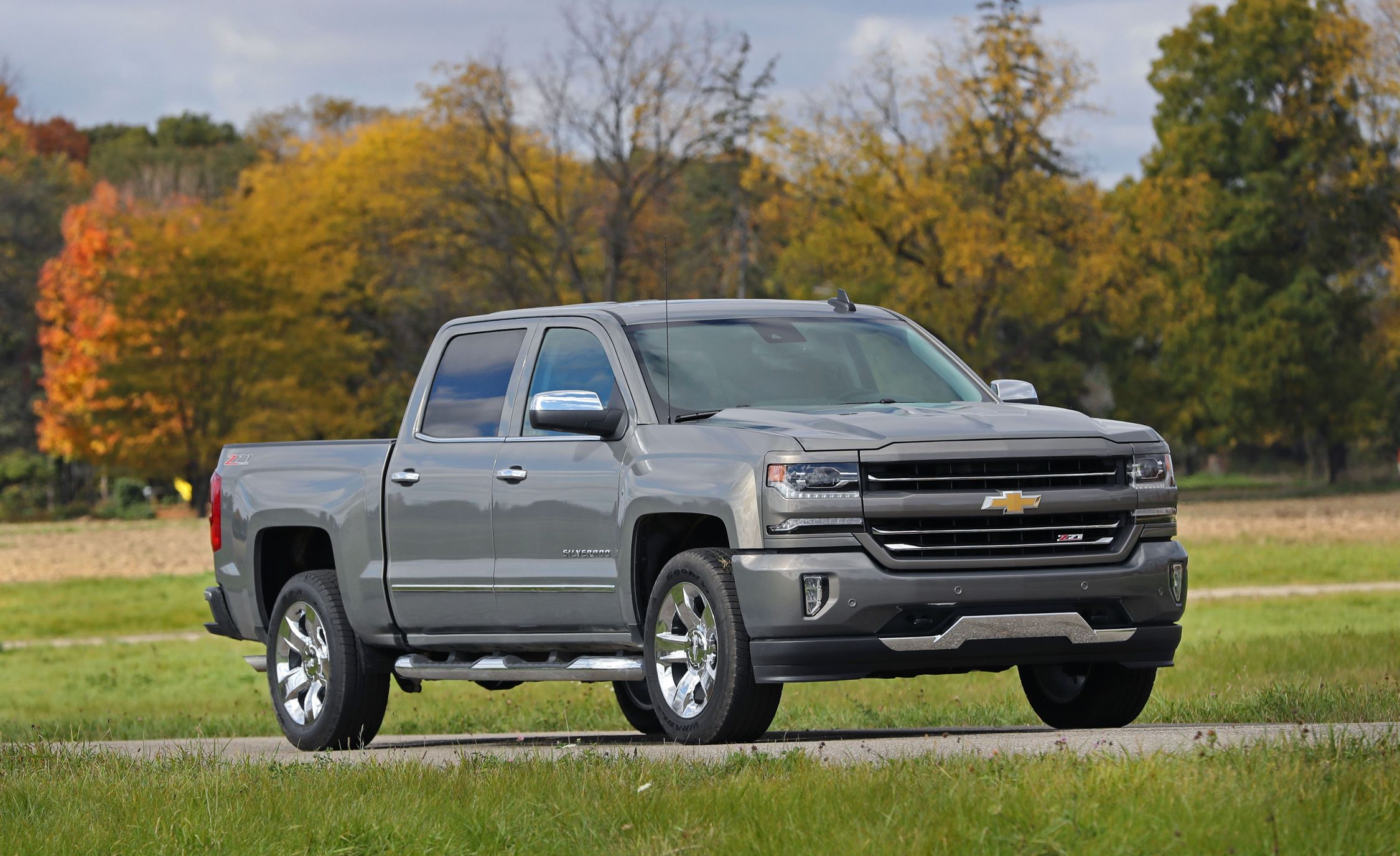 2017 Chevrolet Silverado In Depth Model Review Car And Driver