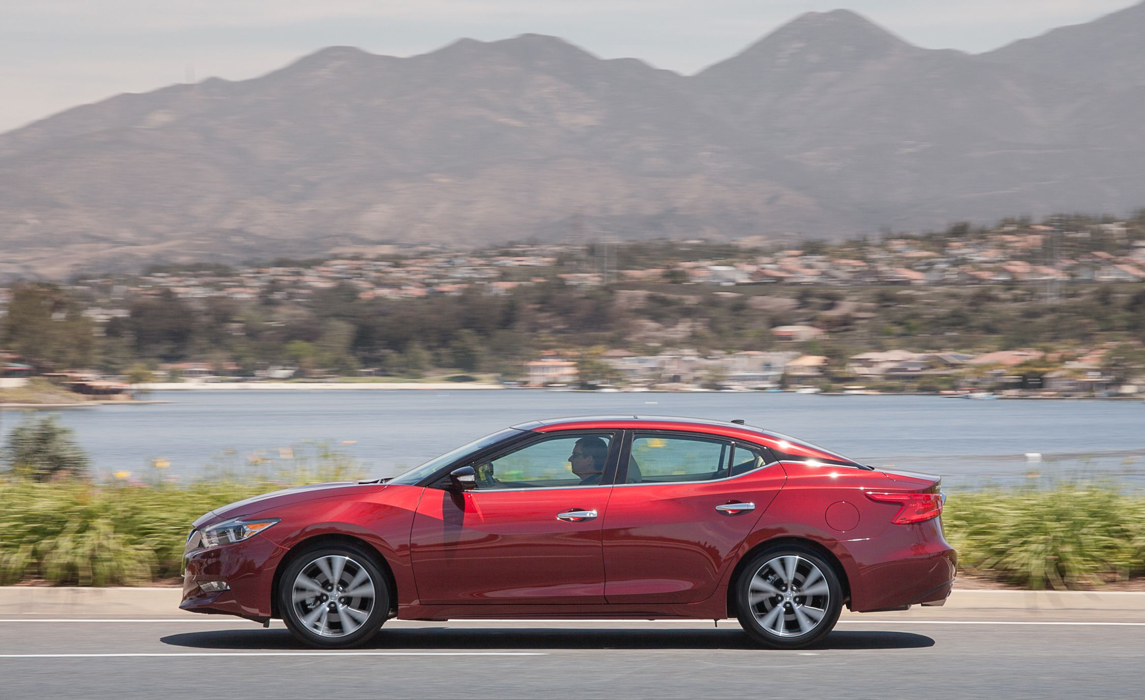 2016 Nissan Maxima First Drive Review Car And Driver
