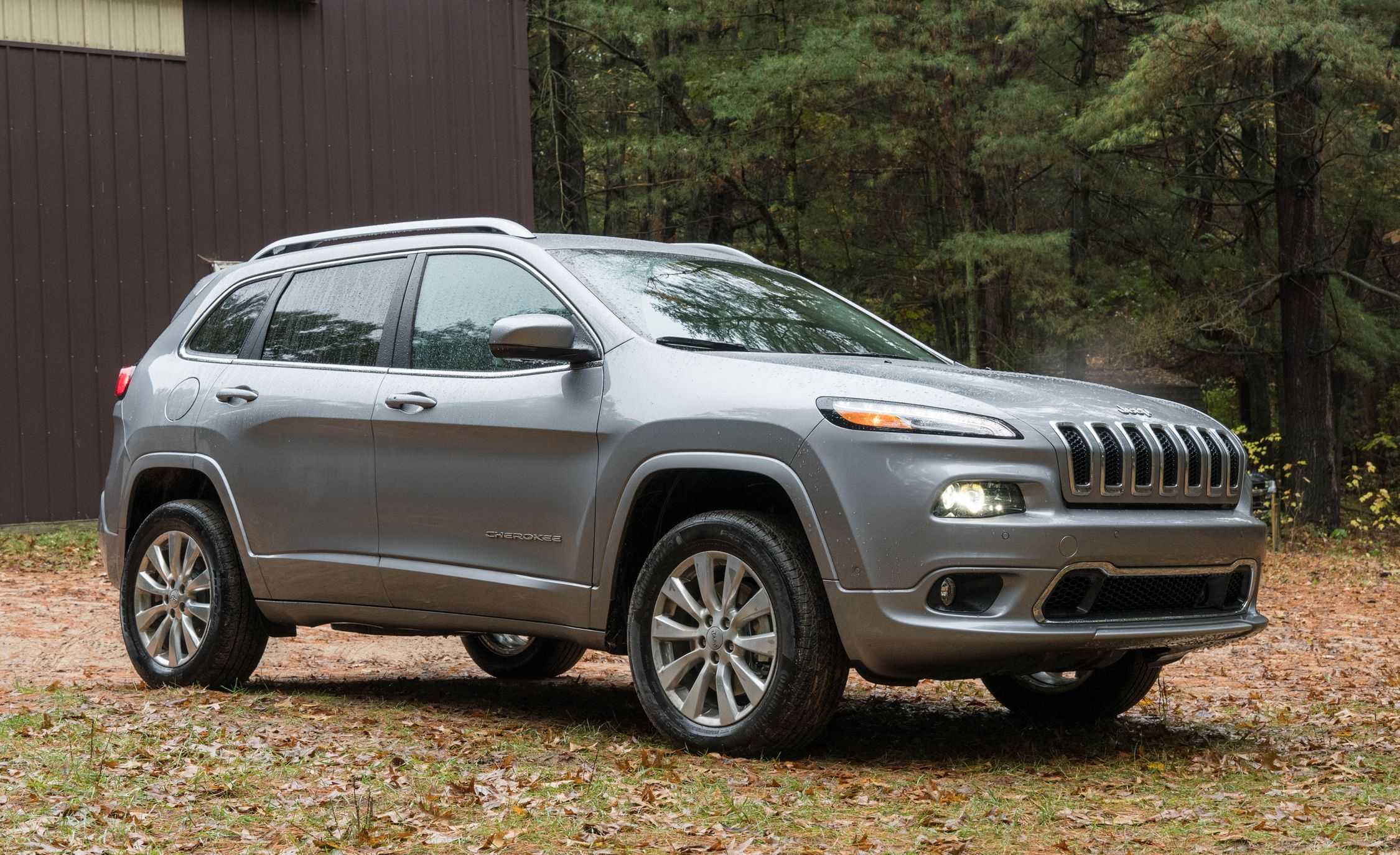 2017 Jeep Cherokee Indepth Model Review Car And Driver