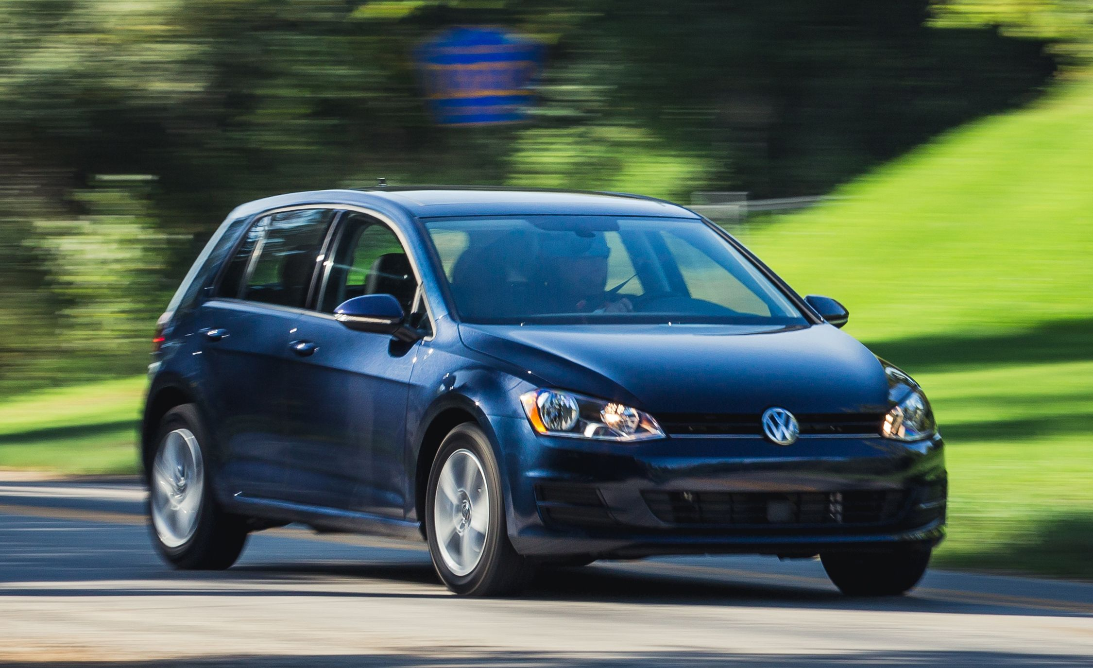 2018 Volkswagen Jetta In Depth Model Review Car And Driver Vw 2 0 Engine Diagram On Beetle Front Suspension