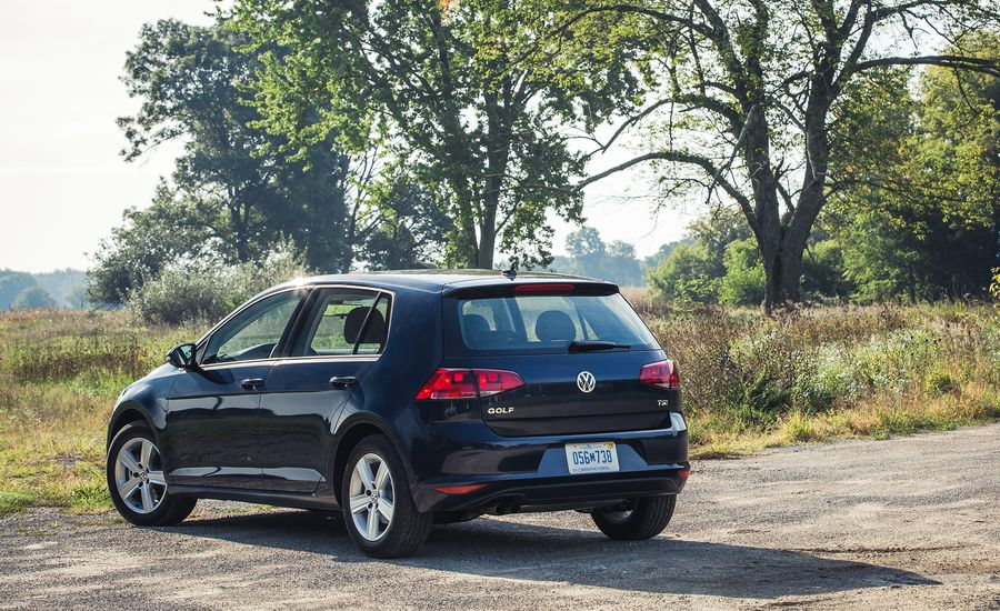 2017 Volkswagen Golf Interior Review Car And Driver