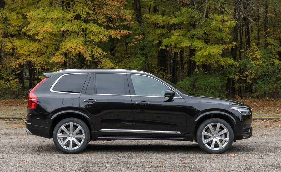 2017 Volvo Xc90 Interior Review Car And Driver